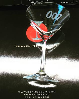 Dry martini glass 007 logo sandblasted design from for Cocktail 007 bond