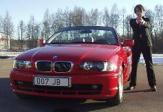 Gunnar Sch�fer in front of 007 JB BMW in Nybro