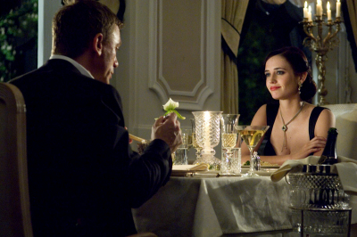 James Bond  (Daniel Craig)  Eva Green (Vesper Lynd)