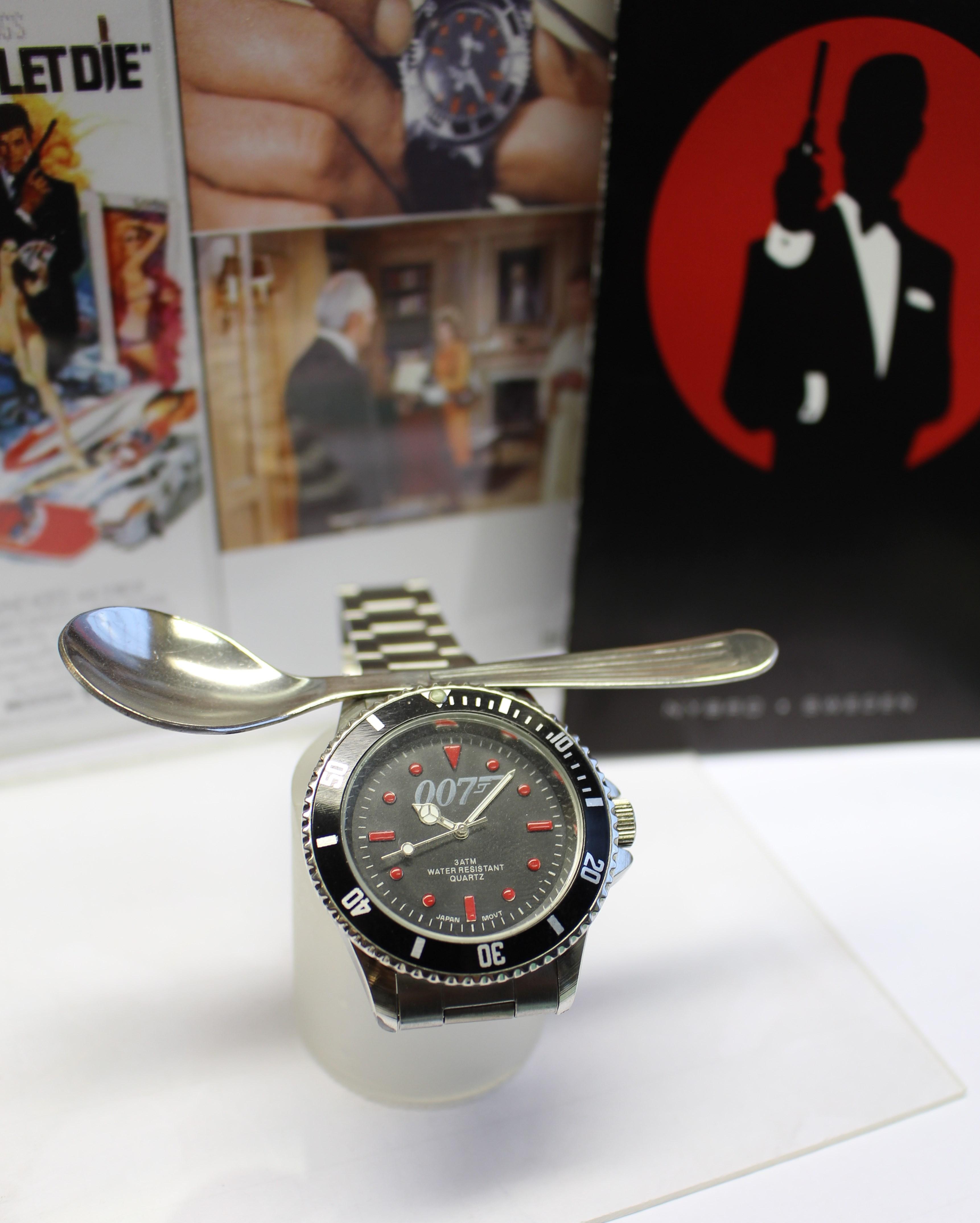 watches of james bond. Black Bedroom Furniture Sets. Home Design Ideas