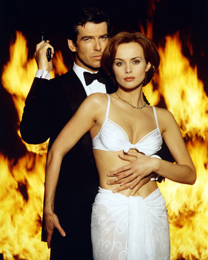 Poster with Pierce Brosnan and Izabella Scorupco from Goldeneye with bikini